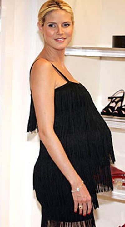 Хайди Клум родила троих детей, но всякий раз ее фигура неизменно быстро принимает прежние идеальные формы. Даже когда на последних стадиях беременности она вела шоу Project Runway, одежда для будущих матерей выглядела на ней как белье от Victoria´s Secret.